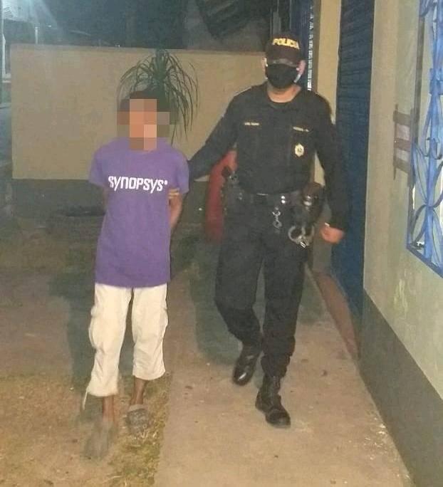 Detienen a señalado de atacar con machete a su esposa en Petén
