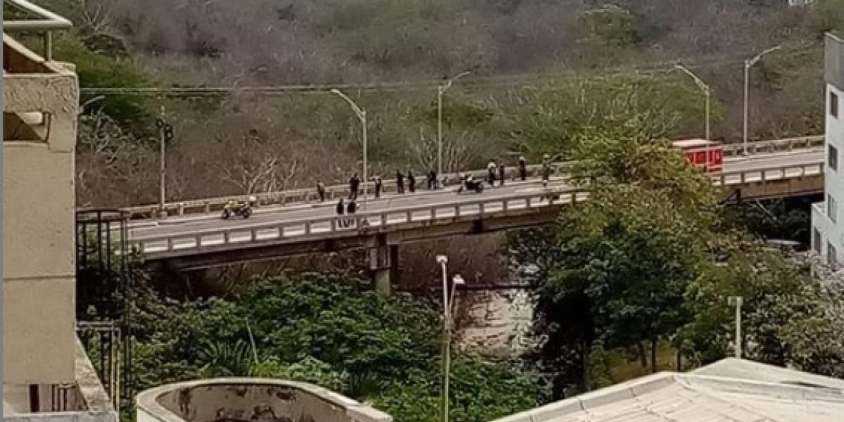 Hombre murió al lanzarse al vacío desde un puente