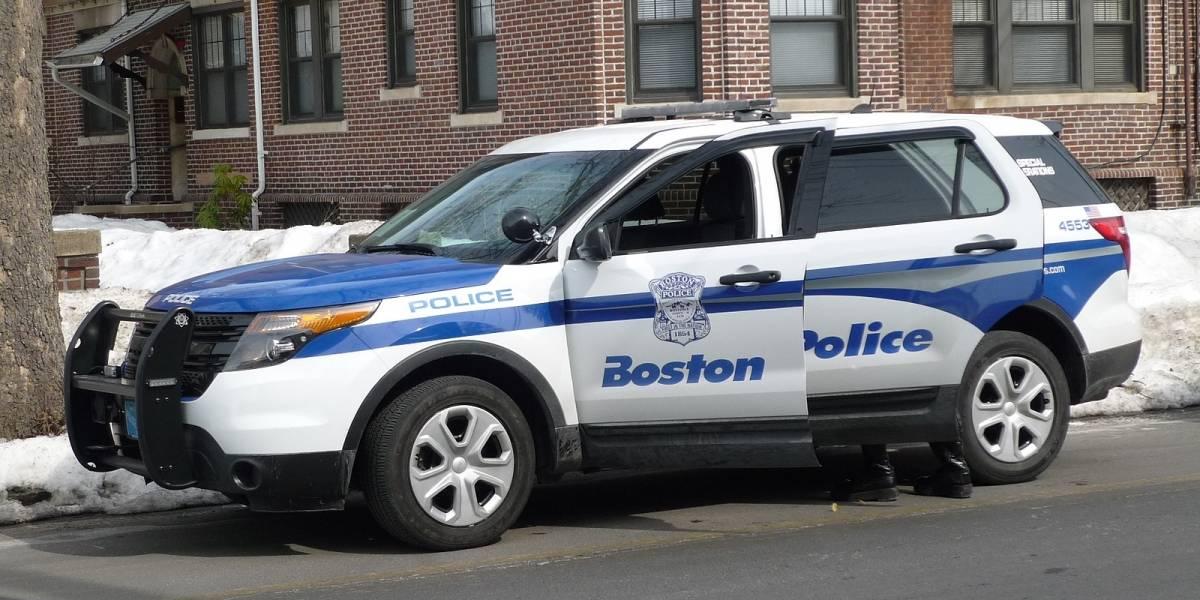 Niña de once años roba auto en Estados Unidos, ¡usando una mascarilla médica!