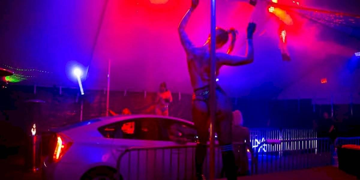 Club de striptease envía bailarinas para entrega de comida durante pandemia