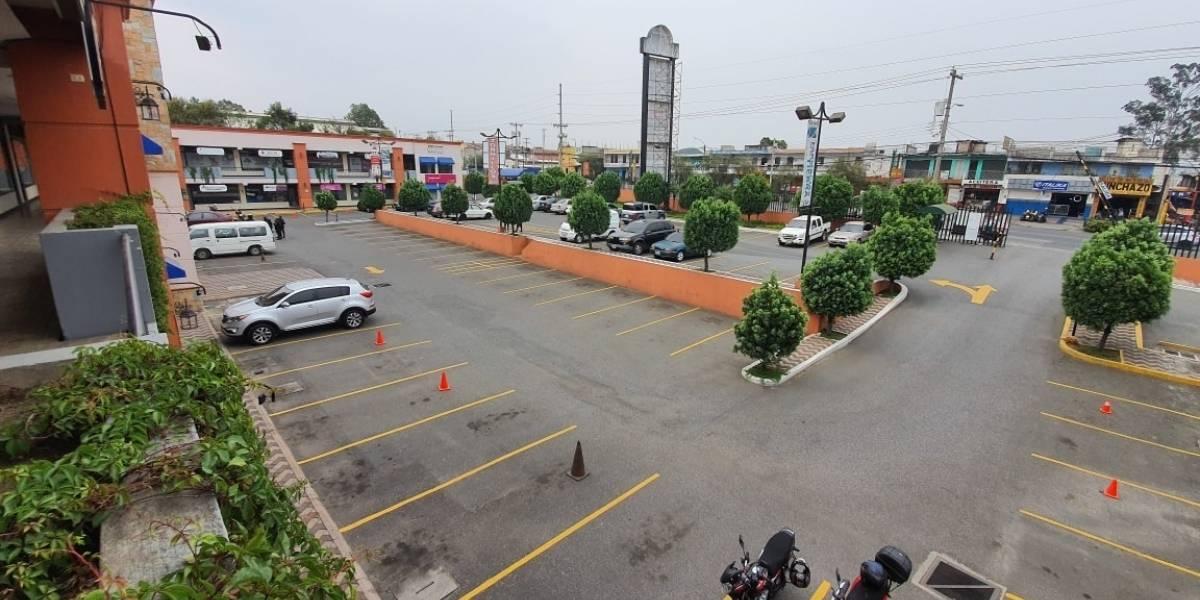 Municipalidad cierra centro comercial en Villa Nueva que seguía abierto al público