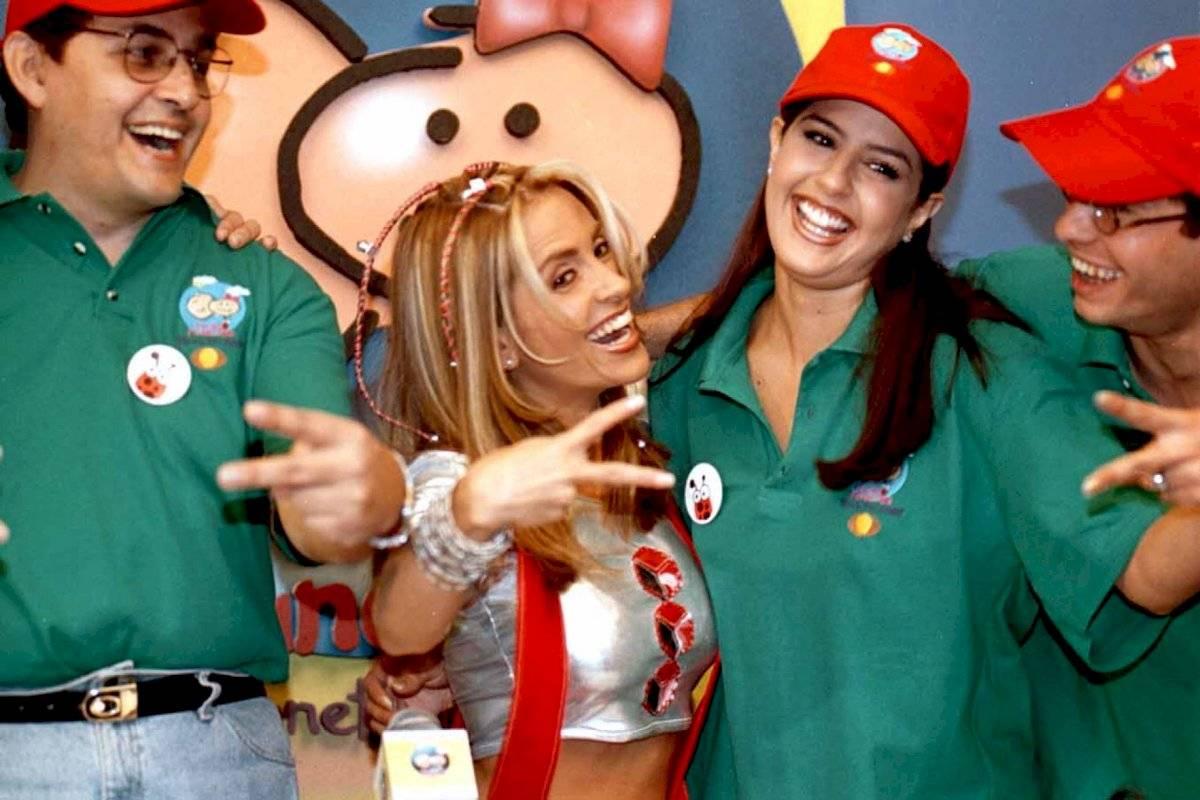 """Graciela Mauri (centro) durante la presentación del tradicional recorrido """"Por un mundo feliz"""" que realizó en Televisa para celebrar el día del niño"""