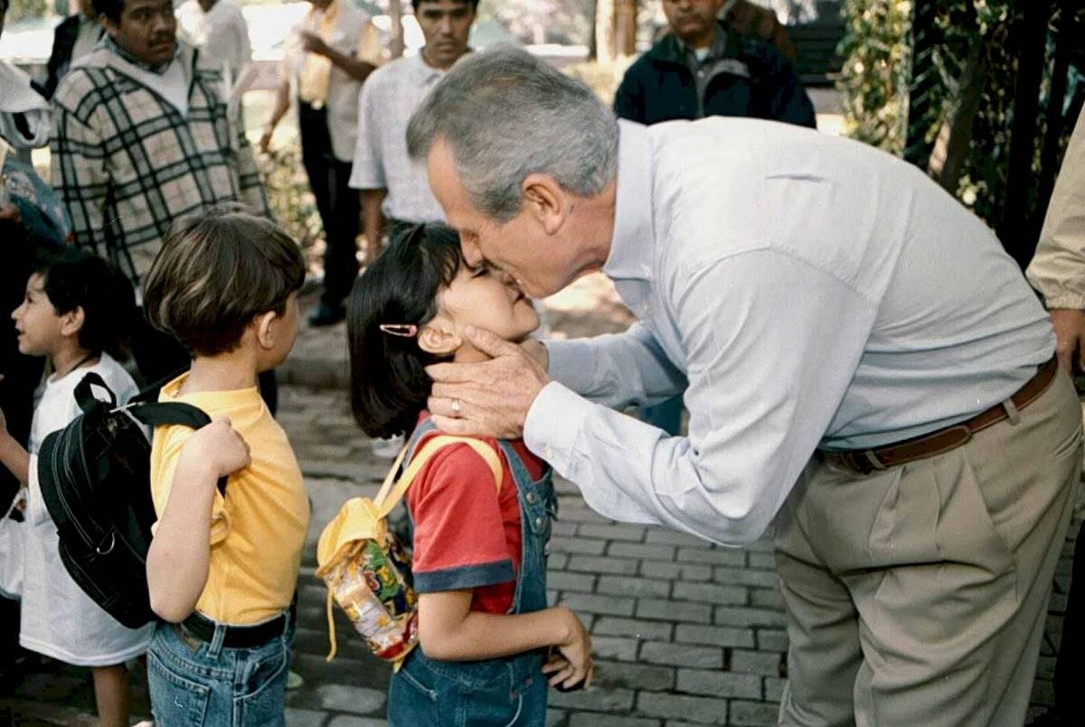 También en evento de campaña, Francisco Labastida festejó el día del niño con un acto proselitista en la primera sección del bosque de Chapultepec.