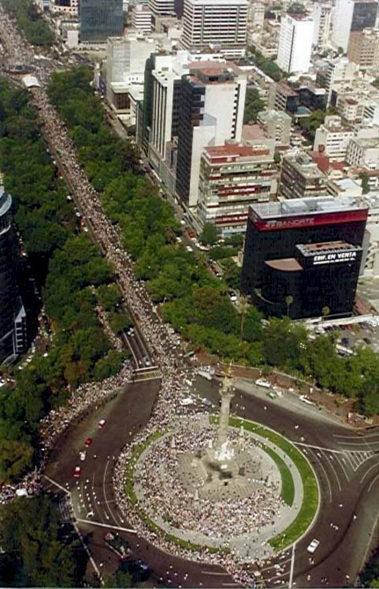 Panorámica del desfile de día del niño que organizó Televisa en Paseo de la Reforma