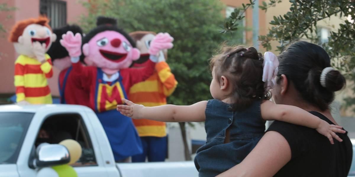 Celebran taxistas Día del Niño a domicilio