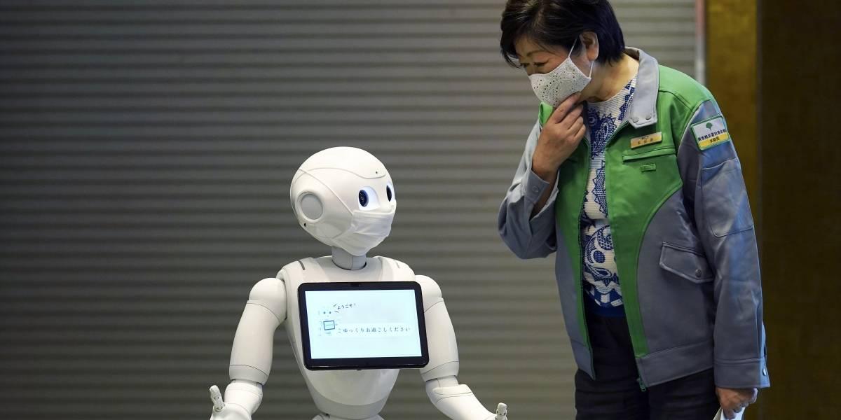 Robots reciben a pacientes de COVID-19 para evitar contacto con personas