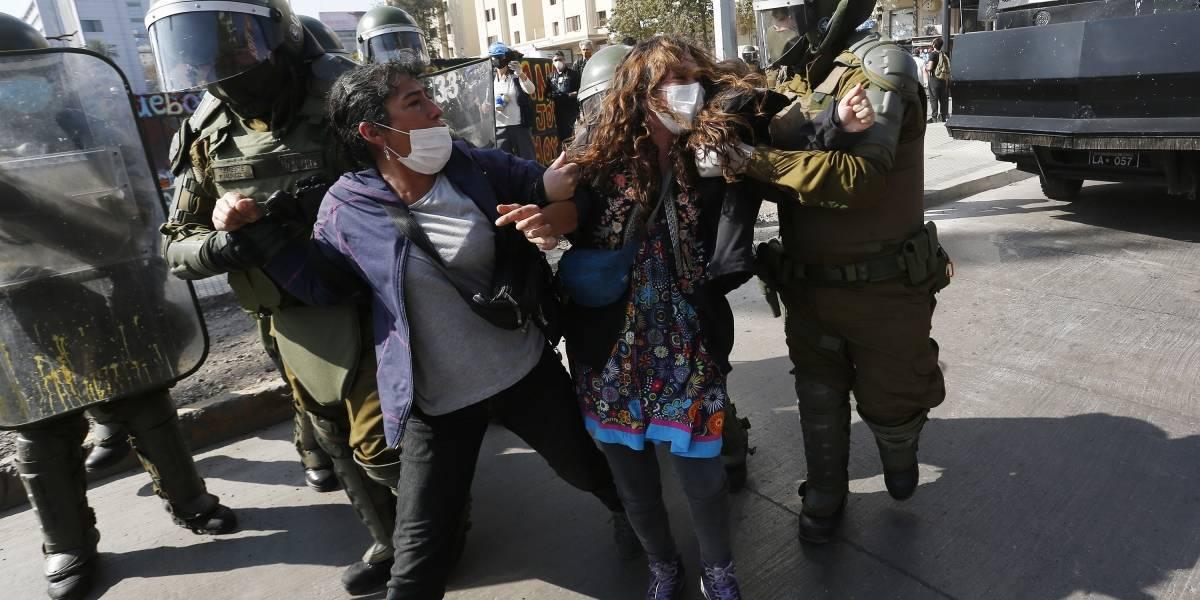 Detienen a manifestantes que conmemoraban el Día del Trabajador en Plaza Baquedano