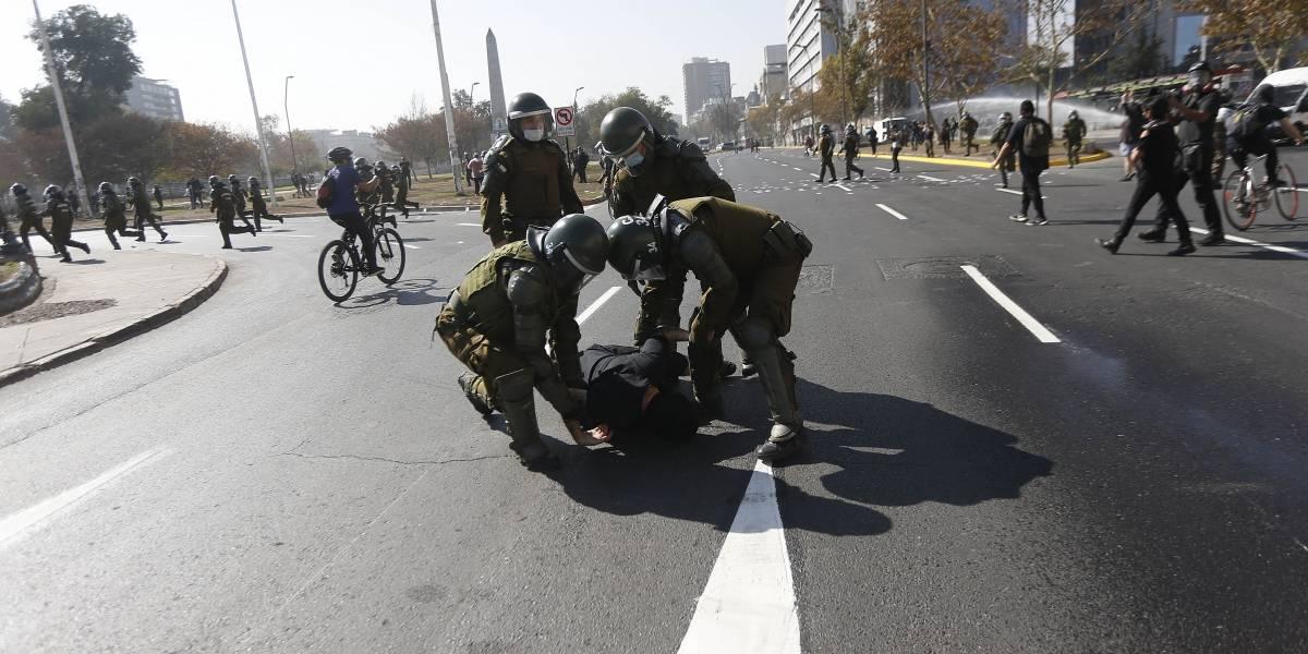 Carabineros lleva adelante ola de detenciones contra la prensa durante manifestaciones por el Día del Trabajador