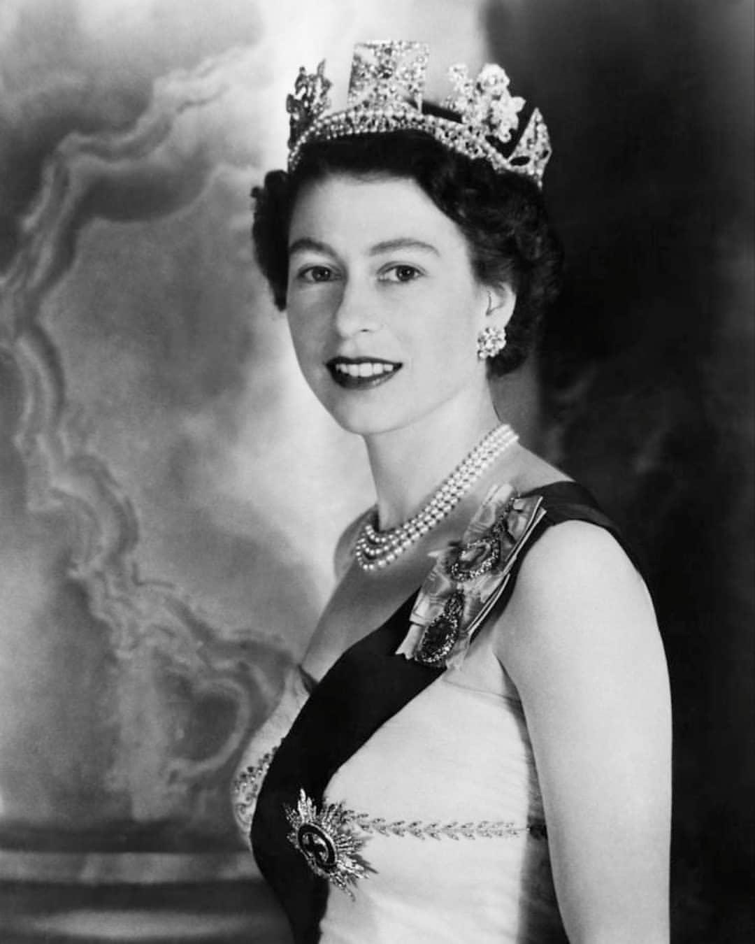 Reina Isabel II joven