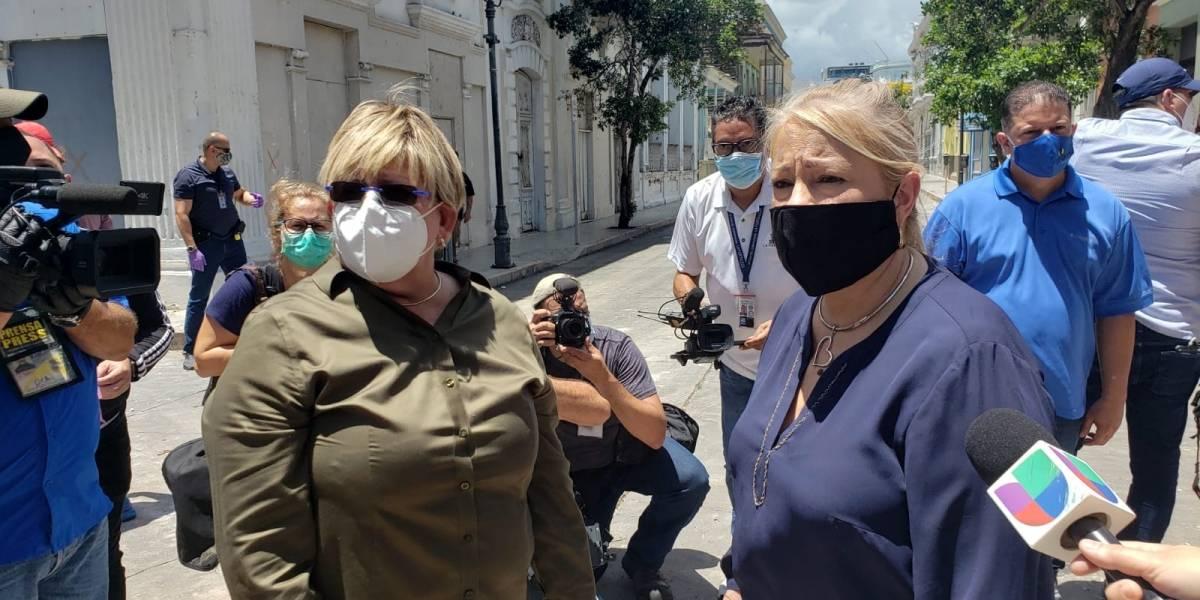 La gobernadora y la alcaldesa de Ponce inspeccionan los daños por el temblor en el municipio