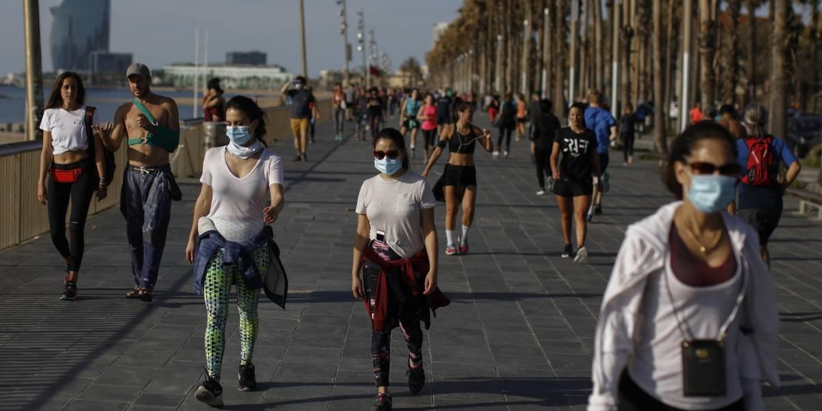 Españoles hacen ejercicio al aire libre por primera vez en semanas