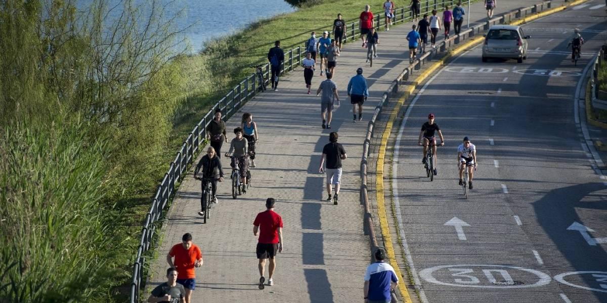 EN IMÁGENES. Los españoles salen por fin a pasear y hacer deporte tras mes y medio de confinamiento