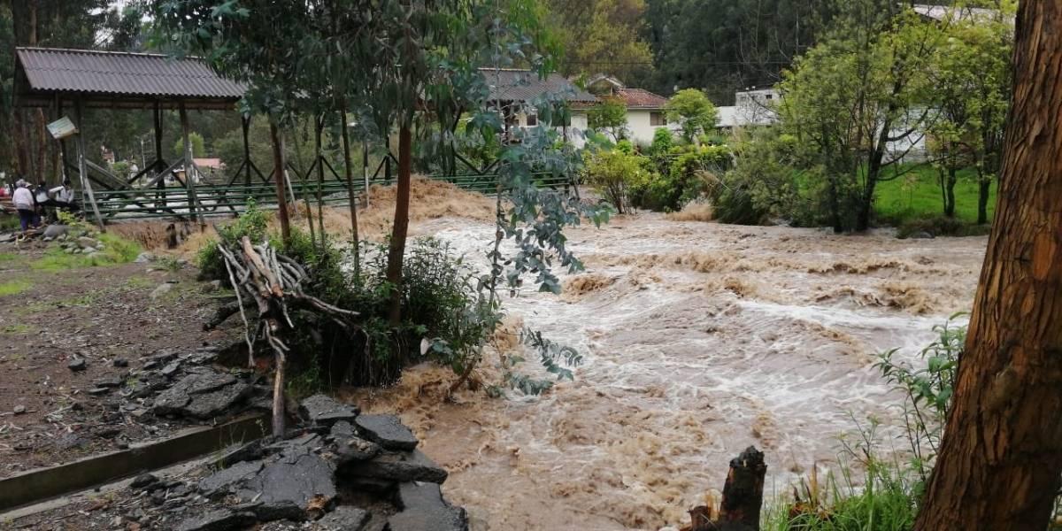 El río Yanuncuay se desborda en varios sectores de Cuenca