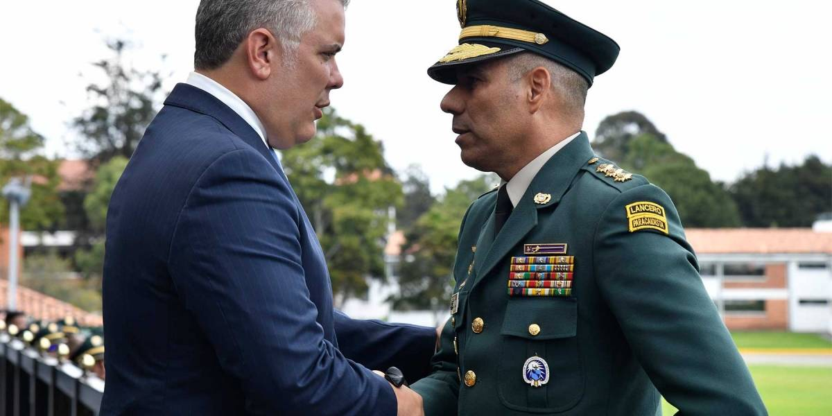 Revelaron nombres de militares destituidos por escándalo de las chuzadas