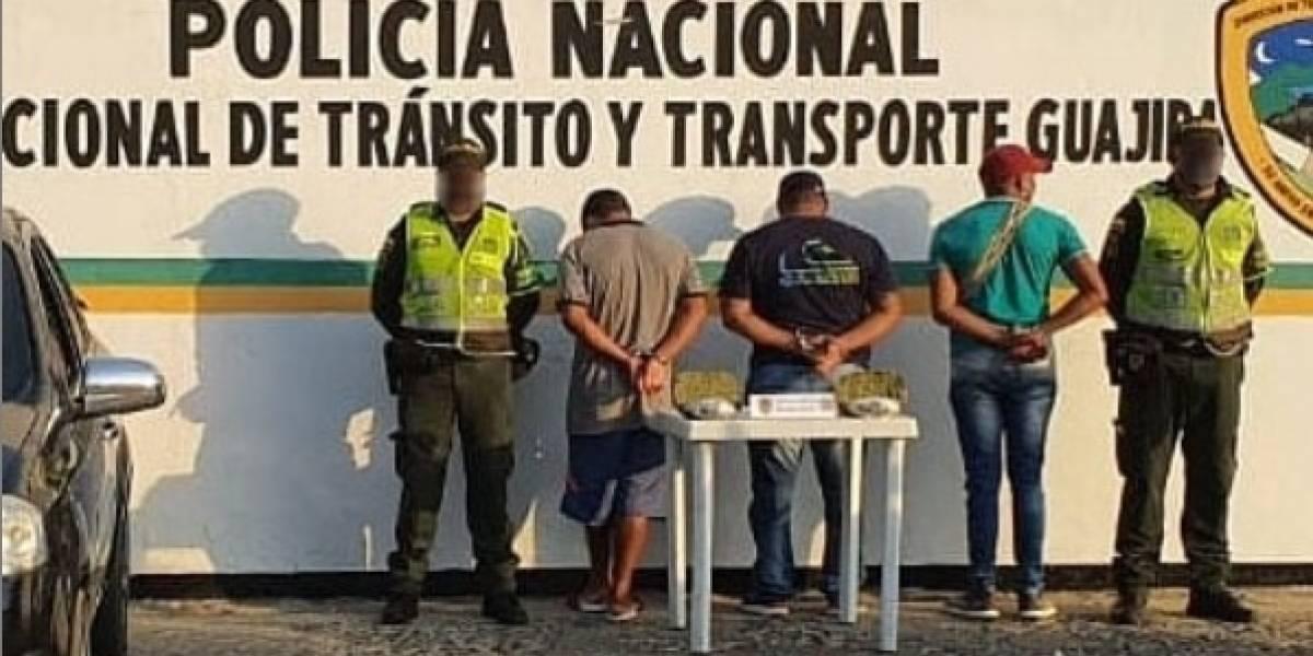 Policía fue capturado en su carro transportando varios paquetes de marihuana