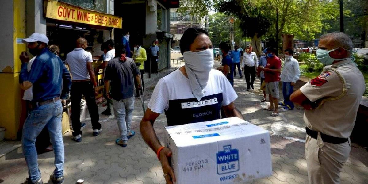 Suavizan cuarentenas en India mientras crecen los contagios por coronavirus
