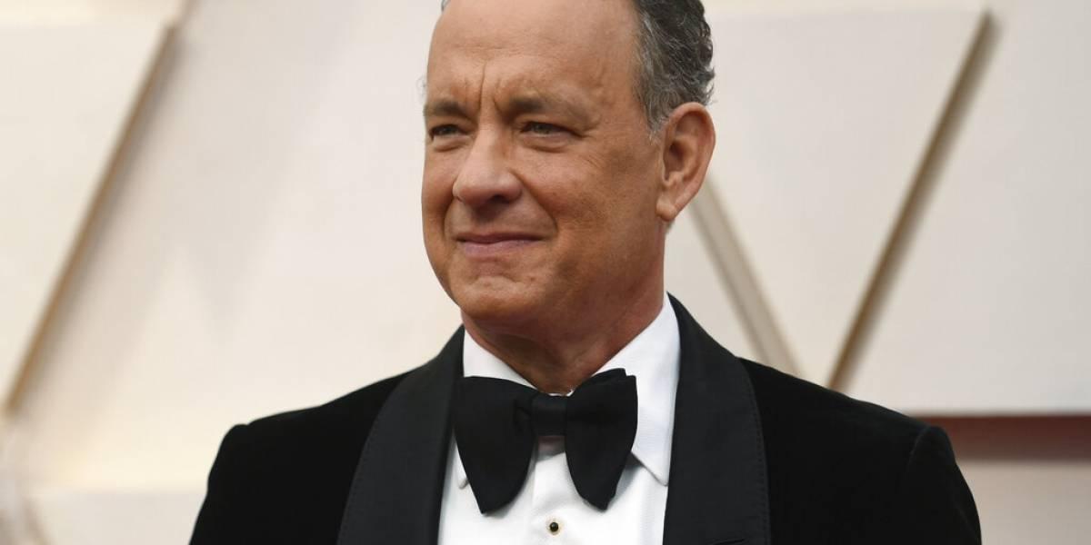 Tras superar el COVID-19 Tom Hanks da discurso a graduados