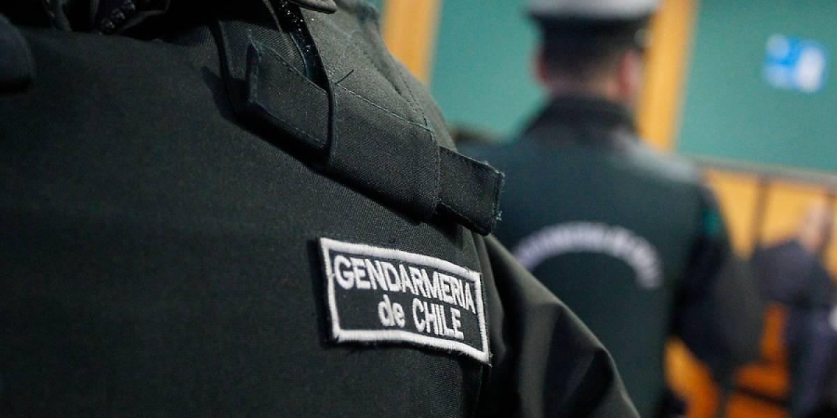 Mucho alcohol, peleas y hasta un sable: El escándalo que remece a Gendarmería
