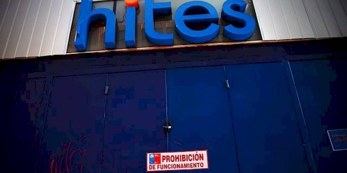 Seremi de Salud ordena prohibición de funcionamiento de tienda Hites que atendía en Santiago Centro pese a cuarentena
