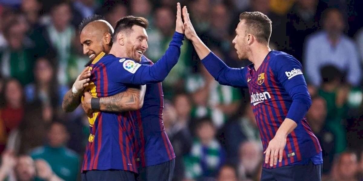"""Doce volantes para tres puestos complica continuidad de Vidal en el Barcelona: """"Tiene muchos números para salir"""""""