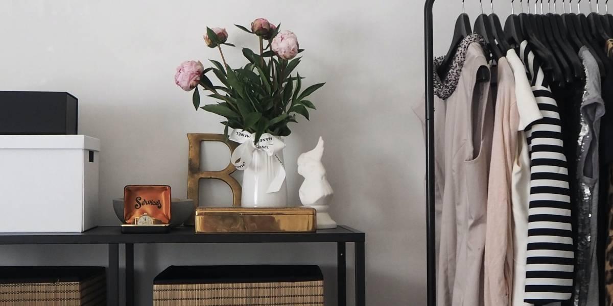 Ideias criativas de guarda-roupa aberto para quarto pequeno