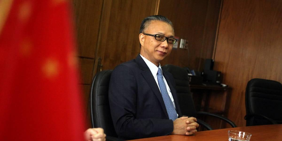 """La dura frase del embajador chino en Chile: """"Mentir no hace a EE.UU grande, lo hace degenerado"""""""