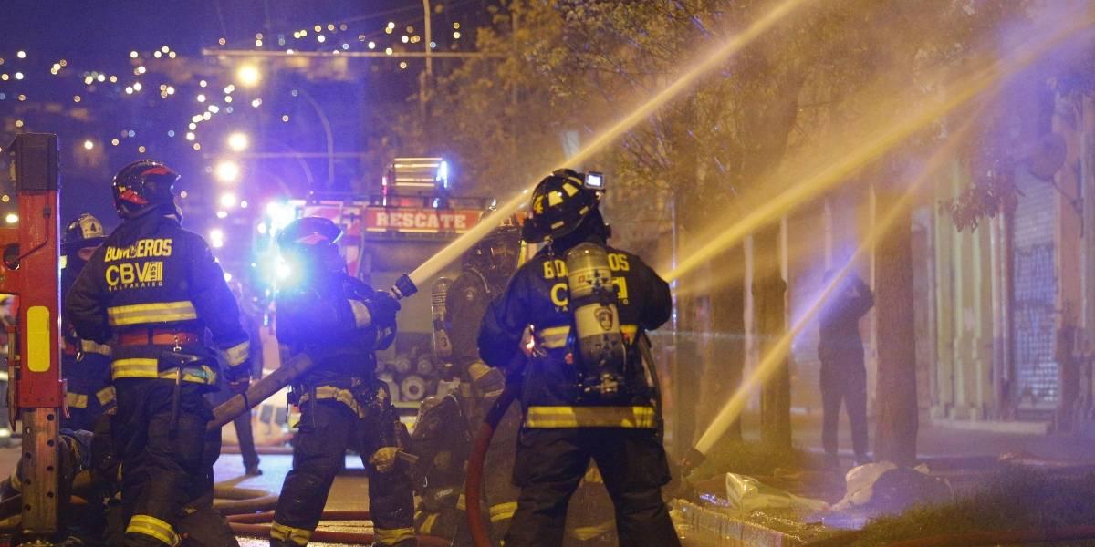 Bomberos protestan contra el Gobierno haciendo sonar sirenas por anuncio de recorte presupuestario