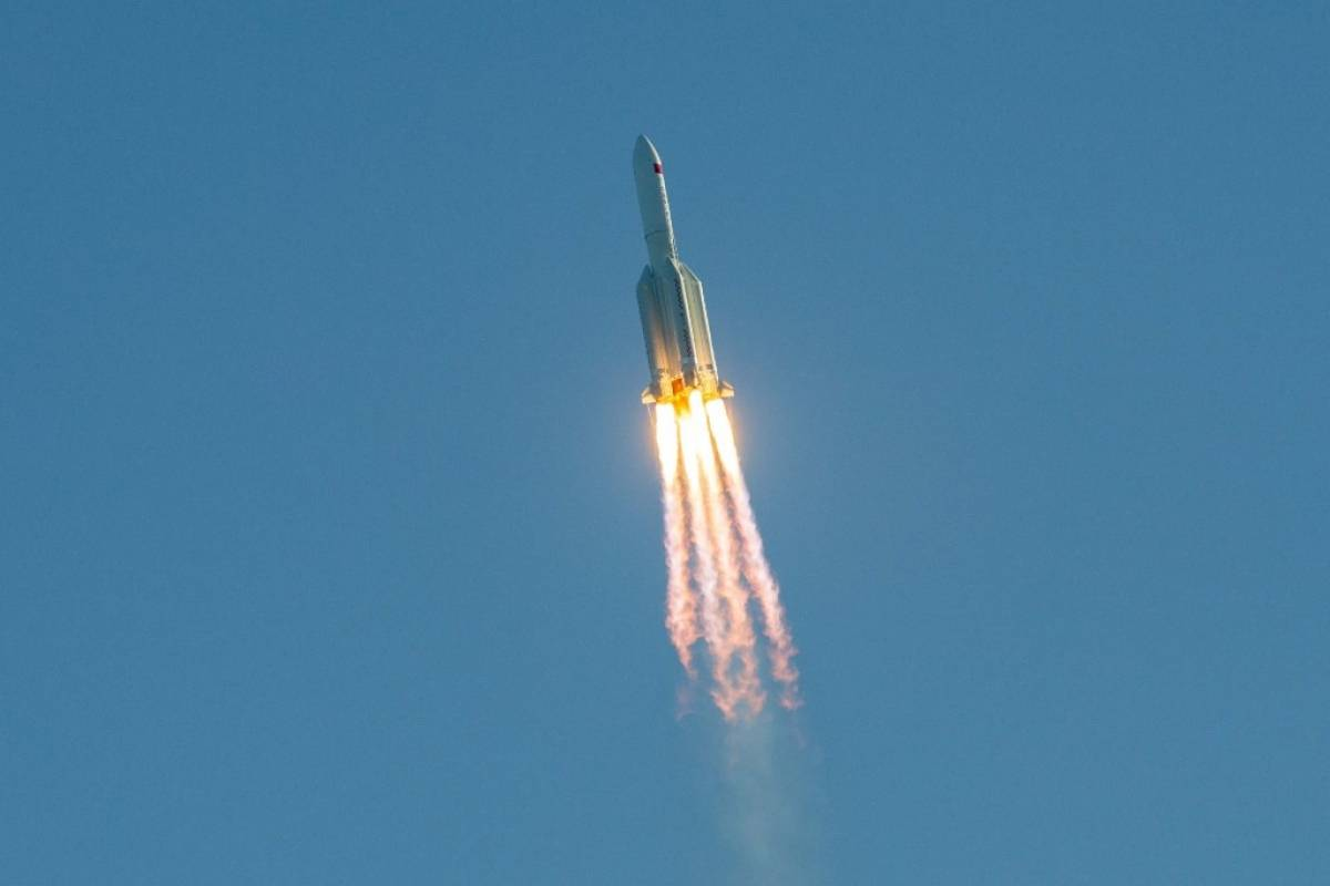 China lanza con éxito nuevo cohete con nave espacial | Publinews