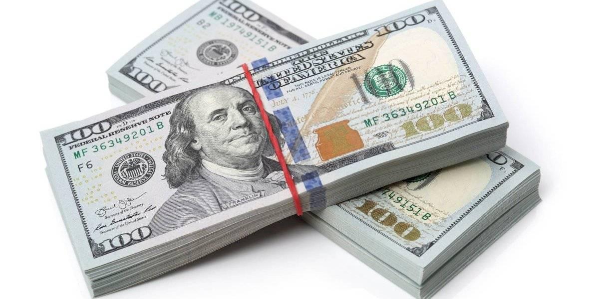 Le roban más de $6 mil a hombre que cambió cheque desempleo en Condado