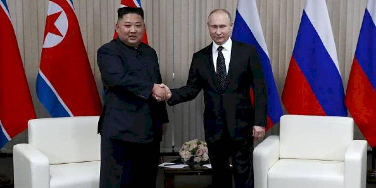 Putin concede medalla conmemorativa de la Segunda Guerra Mundial a Kim Jong-un