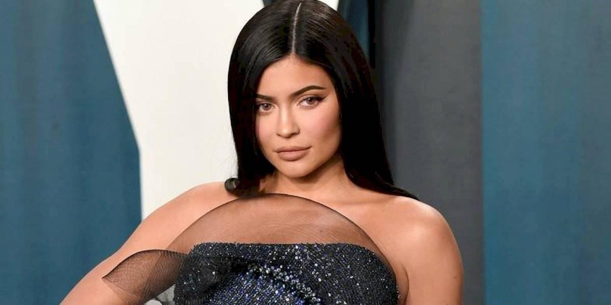 Kylie Jenner exhibe sus senos en diminuto bikini y fans notan las estrías