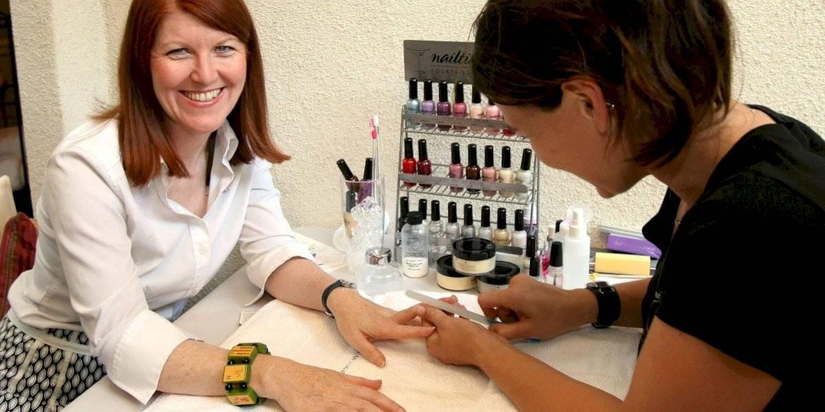 Tips para hacerle un manicure perfecto a tu mamá en esta cuarentena