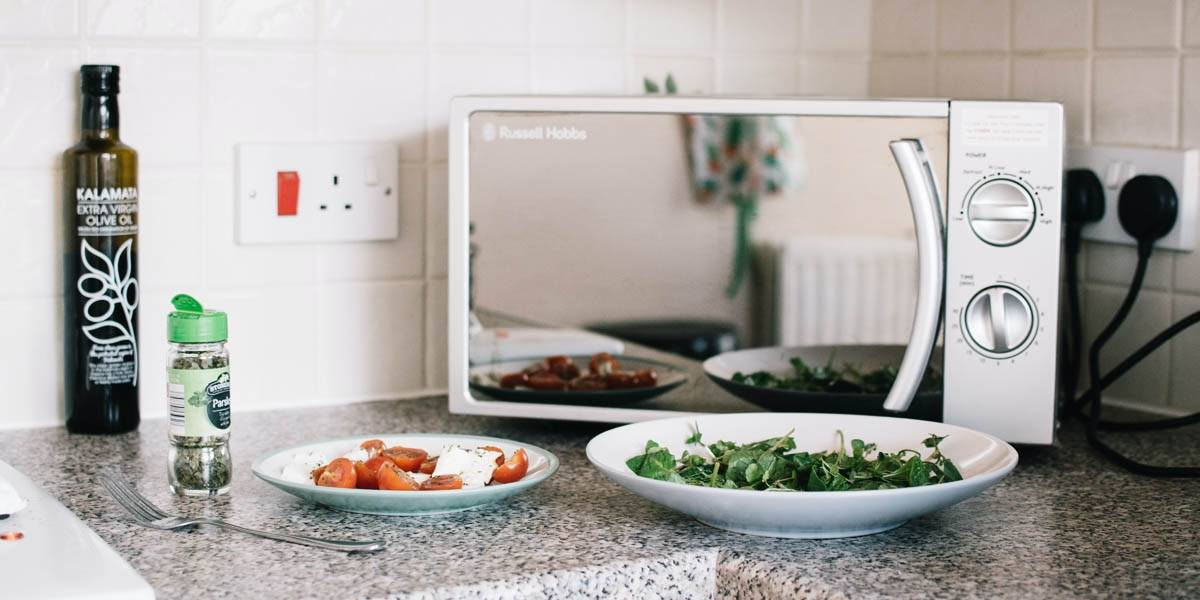Conoce cuatro trucos de cocina usando un horno microondas