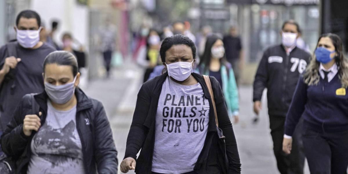 Uso de máscara passa a ser exigido no comércio de SP