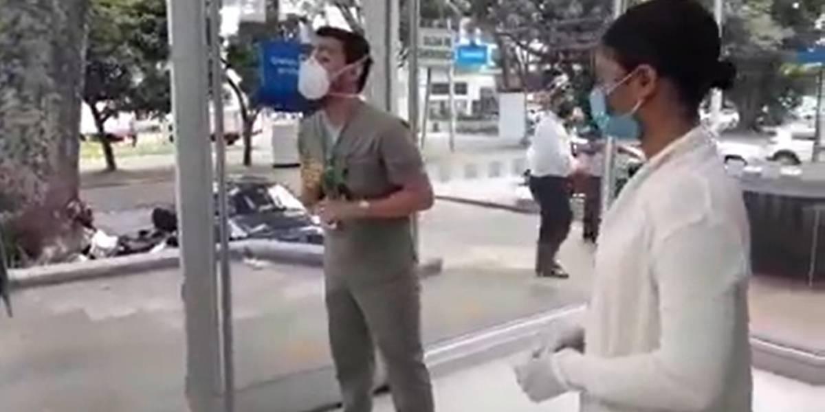 Video: La verdadera historia del médico al que no habrían dejado entrar a un banco