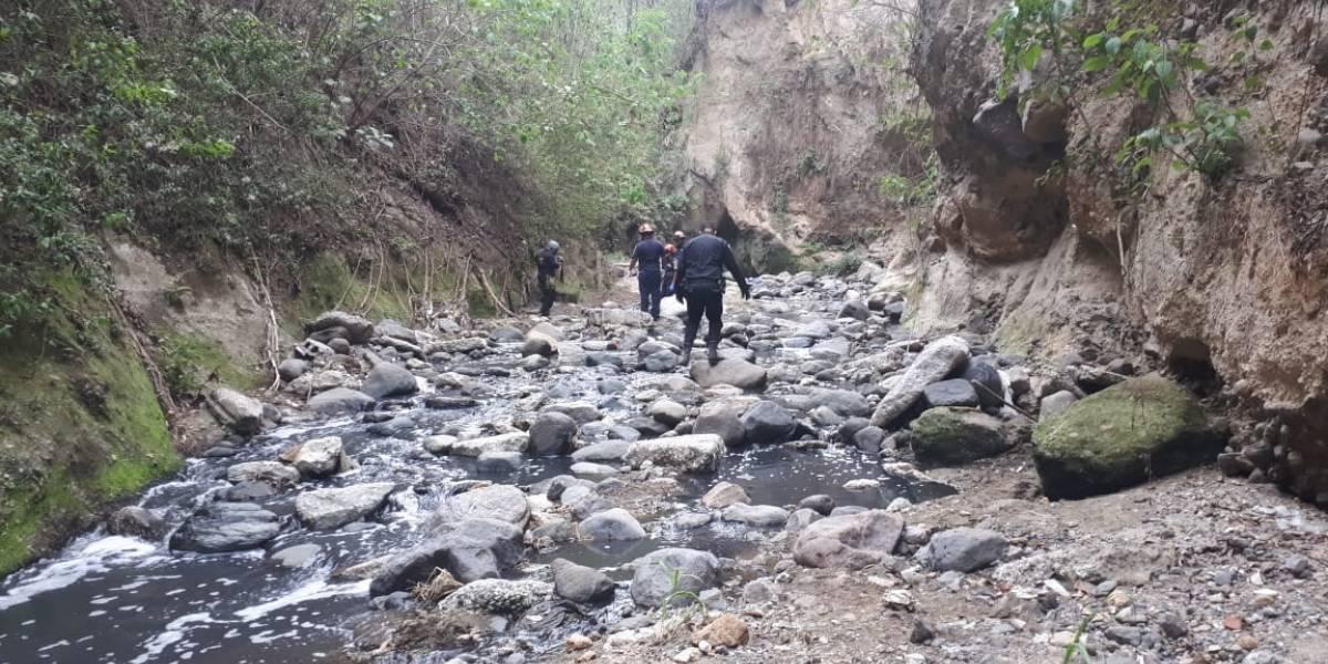 Localizan osamentas en río de aguas negras en zona 12