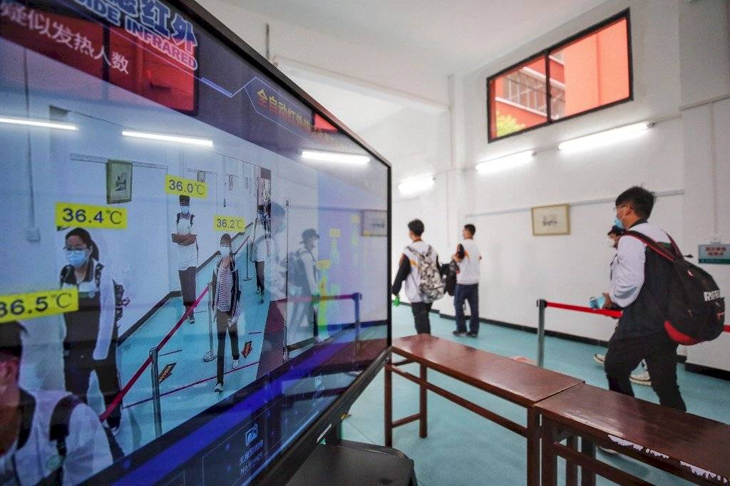 Alumnos de Wuhan regresan a clases