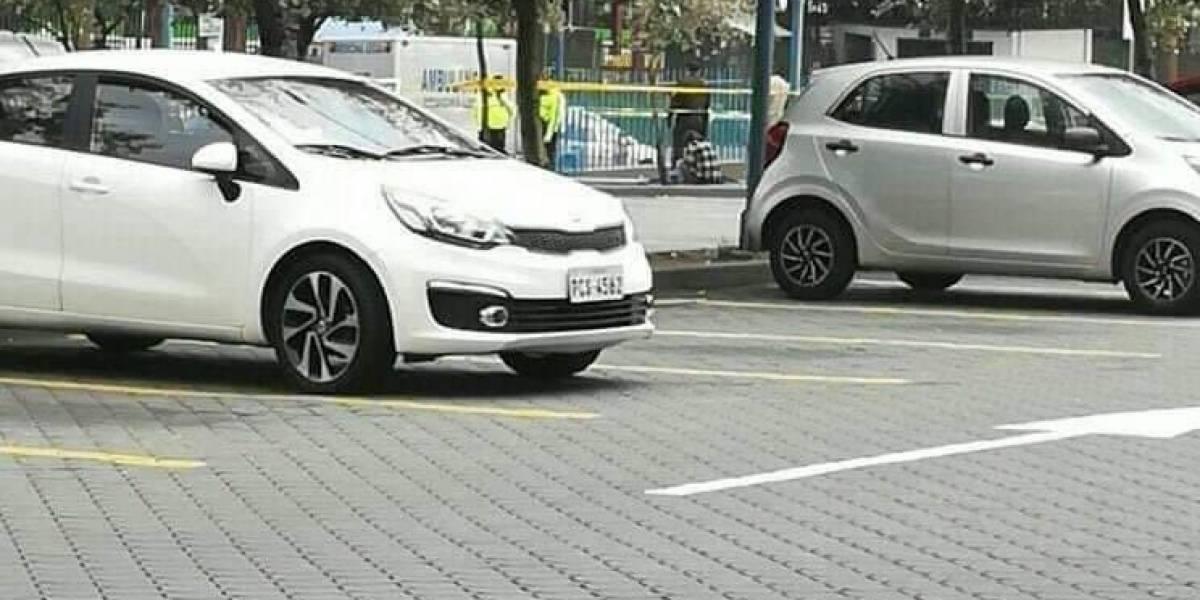 Mujer falleció en el estacionamiento de un centro comercial en Quito