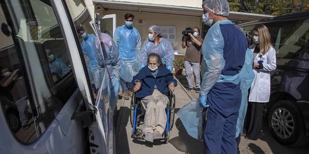 Trasladan a adultos mayores recuperados de coronavirus