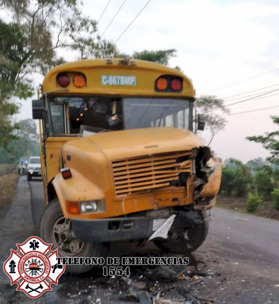 choque de bus y picop en Escuintla