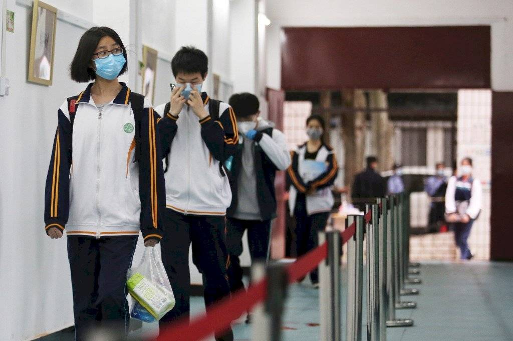 Adolescentes en escuela de China