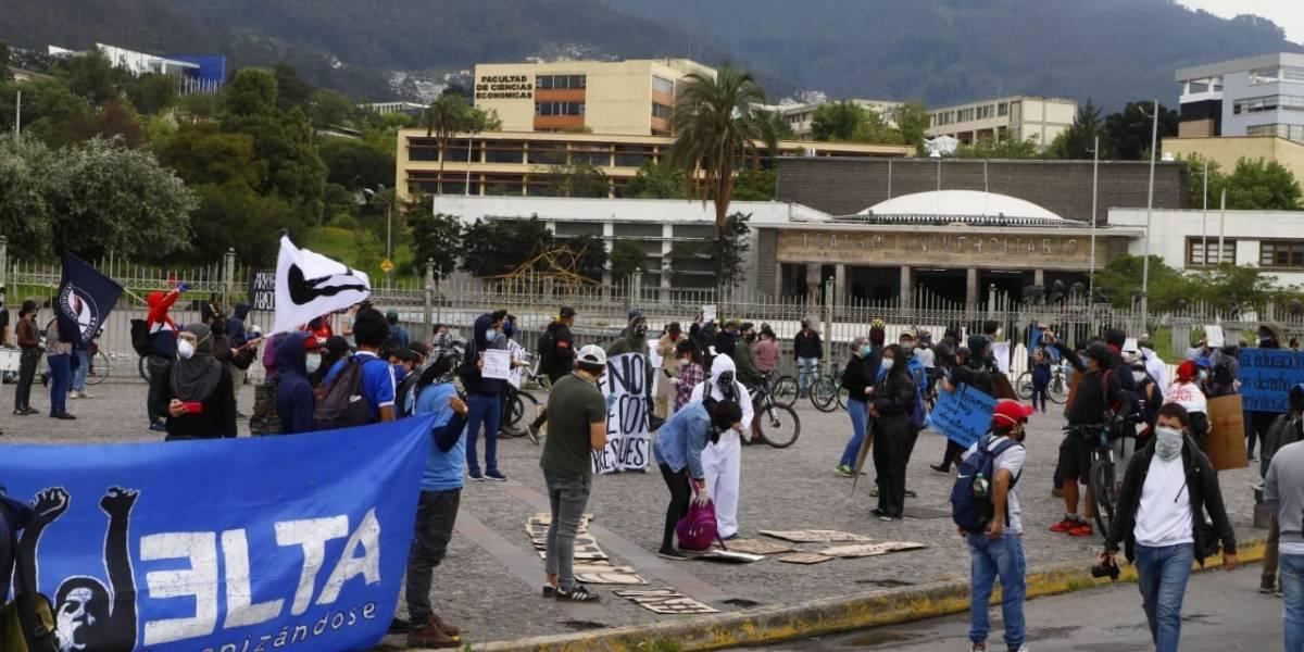 Estudiantes y profesores convocan nueva protesta contra recortes en Ecuador