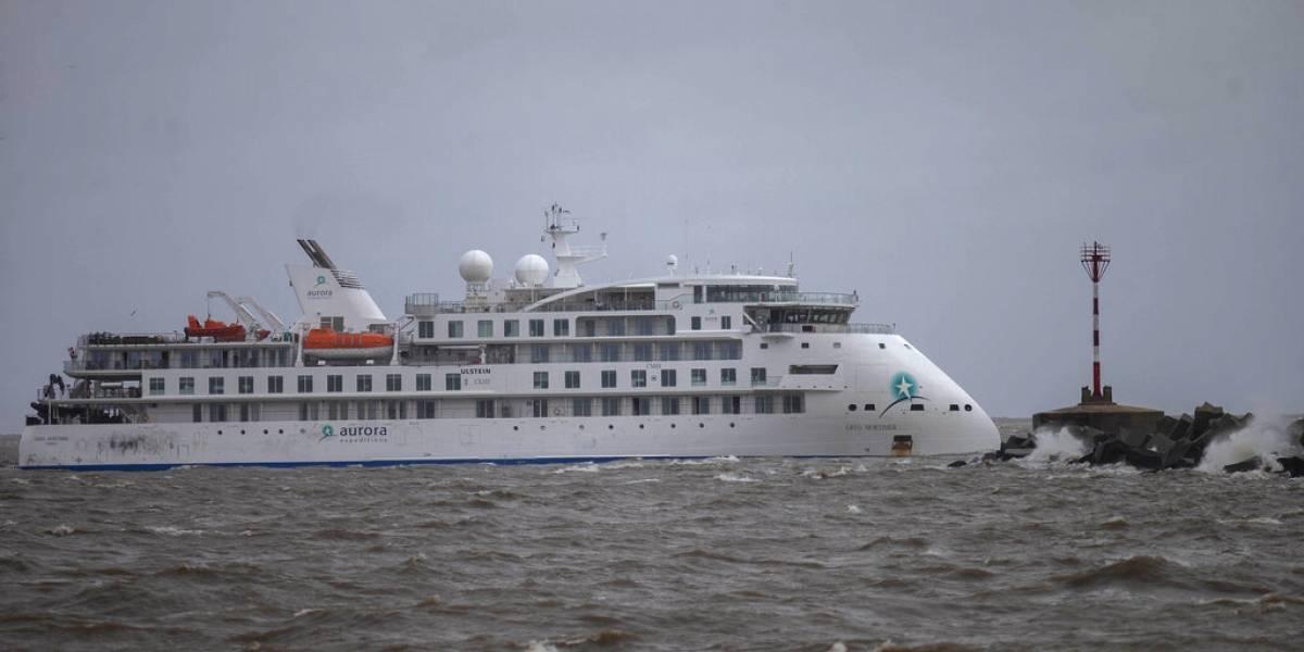 Tripulantes de un crucero llevan más de 50 días a la deriva y con el coronavirus