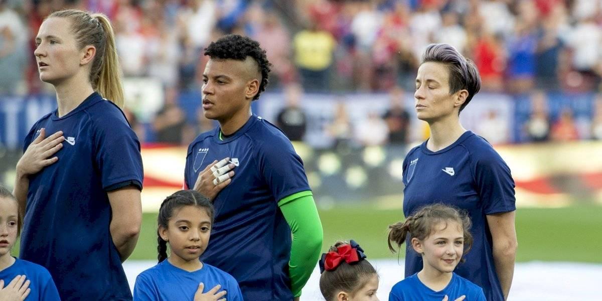 Futbolistas de la selección nacional femenina de Estados Unidos buscan posponer juicio sobre paga igualitaria
