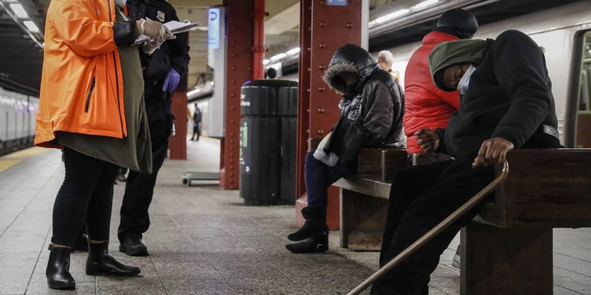 Nueva York habilita autobuses como refugio para personas sin techo