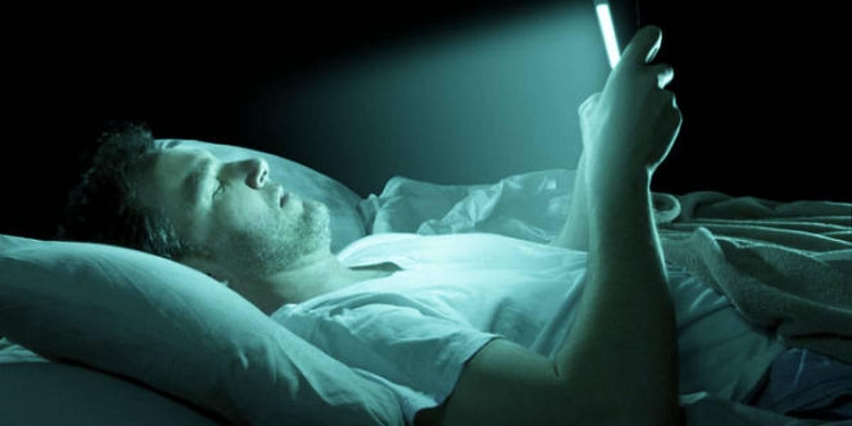 Salud: la luz azul en nuestros celulares nos está haciendo perder la vista