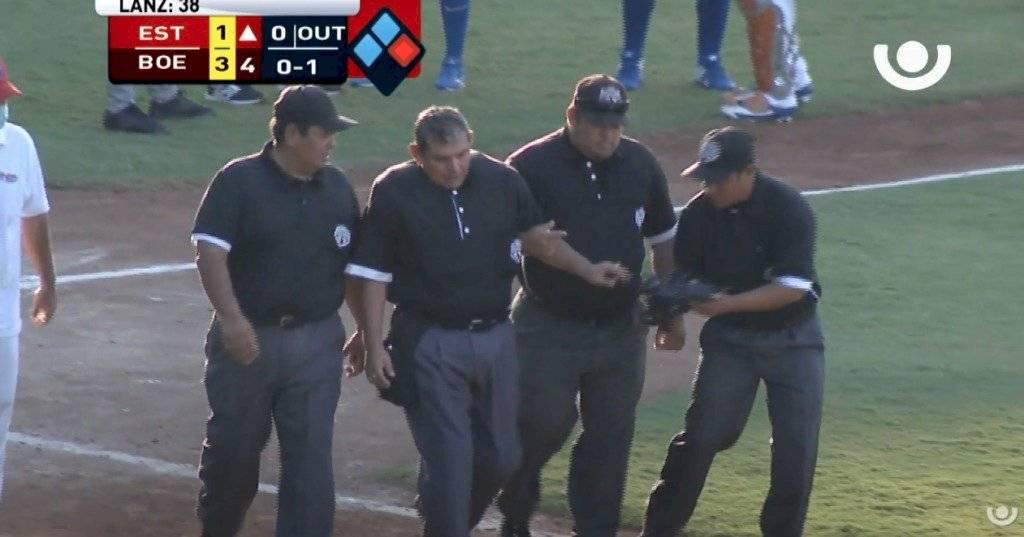 Árbitro se desploma en juego béisbol en Nicaragua
