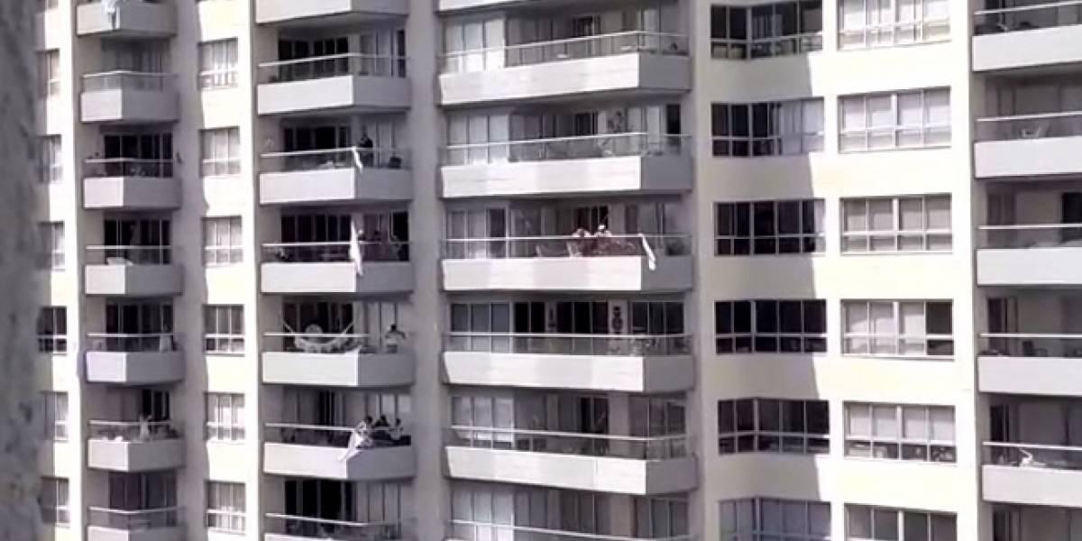 En video: Serenata móvil al balcón para celebrar el Día de la Madre