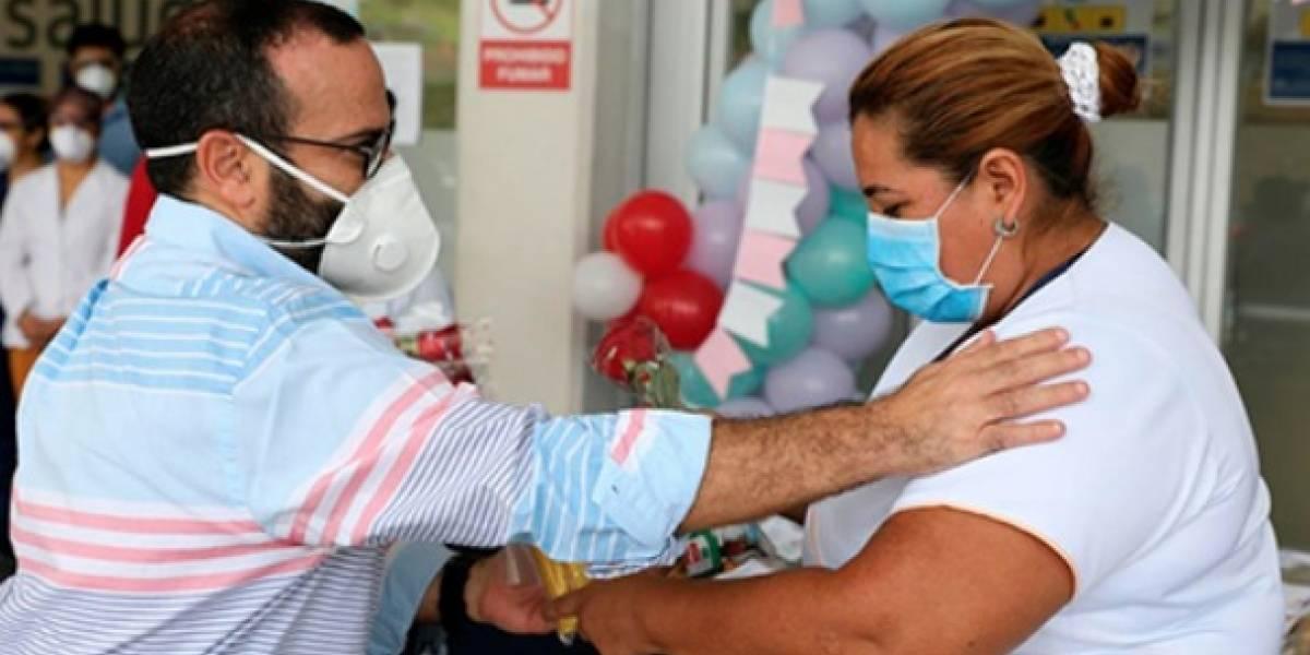 Así fue el homenaje por el Día de la Madre a pacientes y personal en hospital IESS