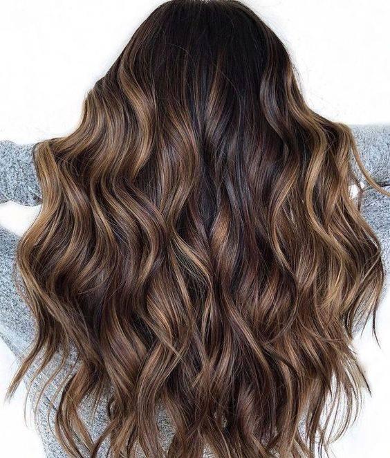 Efectos de color en cabello negro